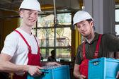 Skladovatelů dohodu v rámci drží bedny s hotových výrobků