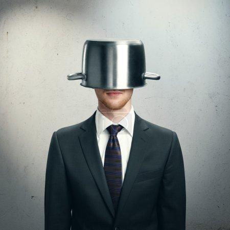 Photo pour Homme d'affaires drôle avec casserole dans la tête - image libre de droit