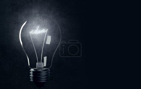 Photo pour Ampoule avec IDEA brillant - image libre de droit