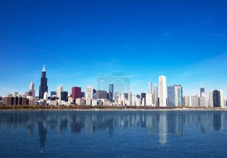 Photo pour Horizon de Chicago depuis le lac michigan - image libre de droit