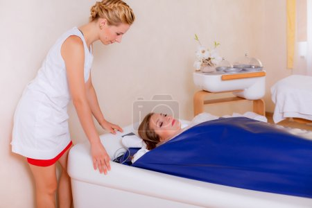 Immersion in a bath of hydromassage