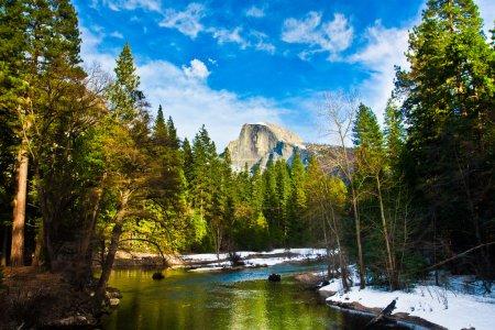 Photo pour Roche demi dôme, l'emblème du parc national d'yosemite, Californie - image libre de droit