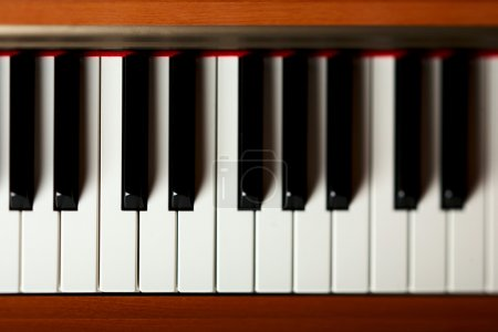 Photo pour Touches du piano - image libre de droit