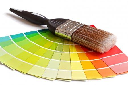 Pinsel und Farbtupfer