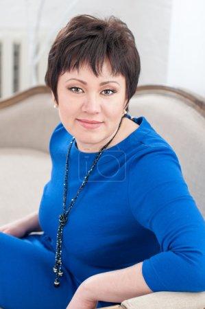 Mujer en un vestido azul -2