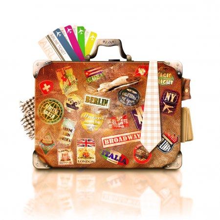 Foto de Viaje y viaje, viajero vieja maleta con pegatinas - Imagen libre de derechos
