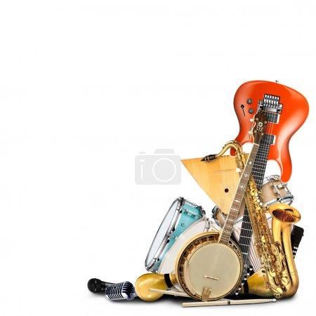 Photo pour Instruments de musique, orchestre ou un collage de musique sur fond blanc - image libre de droit