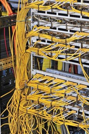 Photo pour Câbles et Datacenter - image libre de droit