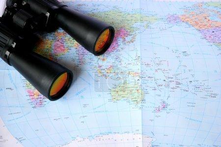 Teleskop auf der Weltkarte