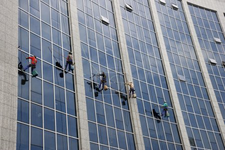 """Chongqing Changan Industry Company cleaning facades of the """"Spider-Man"""""""