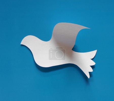 Photo pour Symbole en papier avec fond bleu - image libre de droit