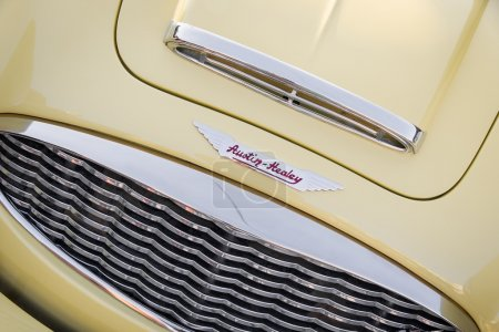 Деталь желтый классический автомобиль