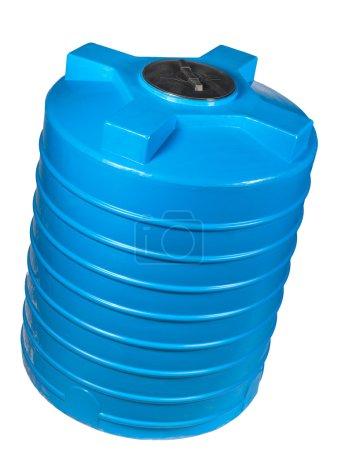 Photo pour Grand récipient en polyéthylène de 2000 litres. Utilisé pour l'accumulation, le stockage et le transport non seulement d'eau technique ou potable, mais aussi d'une variété de produits alimentaires secs et liquides, ainsi que d'huiles et de produits chimiques . - image libre de droit