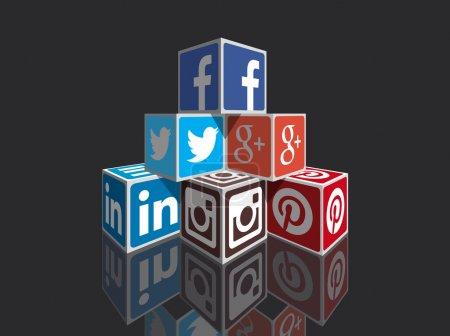 Illustration pour Cubes 3d de médias sociaux en perspective, image vectorielle entièrement personnalisable avec les couleurs et les conceptions. idéal pour exprimer des concepts et des contenus ou de construire l'infographie sur internet, plus populaires médias sociaux, marketing, partage et autres choses du web. - image libre de droit