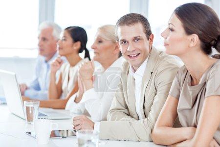 Photo pour Homme d'affaires en réunion - image libre de droit