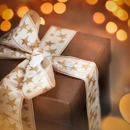 Foto de Navidad marrón presente en primer plano - Imagen libre de derechos