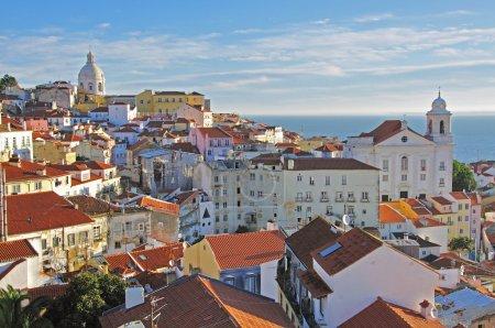 Photo pour Panorama d'Alfama à Lisbonne, Portugal - image libre de droit