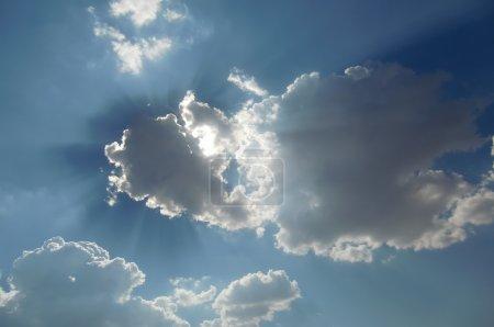 Photo pour Nuages cachant le soleil - image libre de droit
