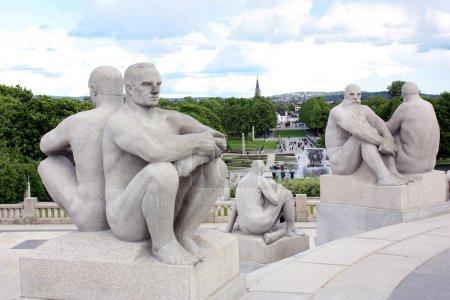 Photo pour Parc célèbre avec des arrangements sculptés réalisés par Gustav Vigeland à Oslo, Norvège - image libre de droit
