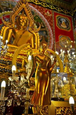 Photo pour Action de divers du Bouddha. la statue de Bouddha de petites et grandes représentent l'action du Bouddha, cherchant son propre éveil et entraîner tout le monde hors de souffrances. - image libre de droit