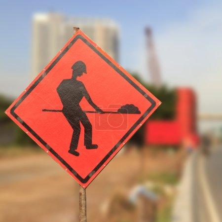 Foto de Señales de carretera en una calle en reconstrucción - Imagen libre de derechos