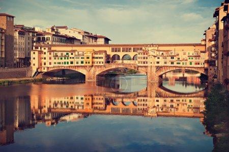 Photo pour Vieux pont du Ponte Vecchio sur la rivière Arno, à Florence, Italie - image libre de droit