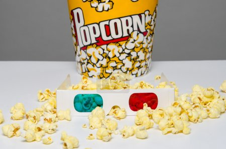 Popcorn container and 3d glasses