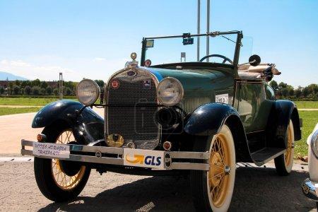 Photo pour Vieille voiture - ford - image libre de droit