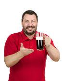 Zkuste tmavé pivo - říká vousatý muž