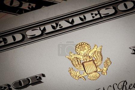 Photo pour Le document avec les symboles des États-Unis d'Amérique, lettrage distinctif visible, aigle américain doré . - image libre de droit