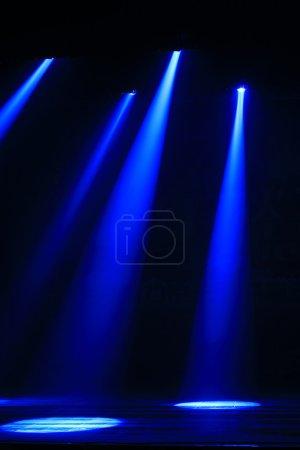 Photo pour Effet de lumière de scène dans l'obscurité, gros plan de la photo - image libre de droit