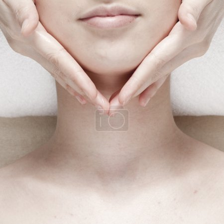 Photo pour Massage du visage. Spa Visage - image libre de droit