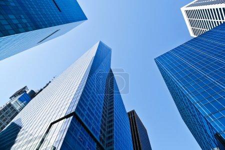 Photo pour Immeubles de bureaux vus à New York - image libre de droit