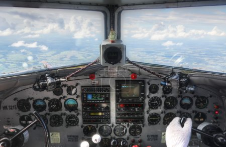 DC3 cockpit inflight dashboard view