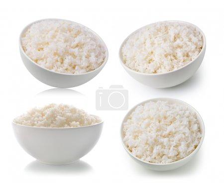 Photo pour Le riz dans un bol sur un fond blanc - image libre de droit