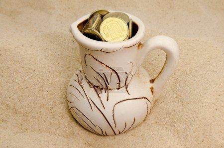 Photo pour Monnaies ukrainiennes, gains d'argent, l'argent de l'abondance, le repos pour l'argent - image libre de droit