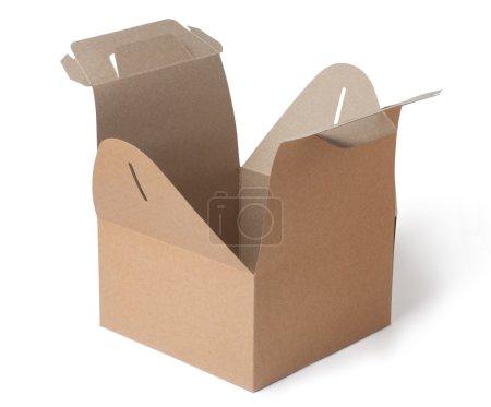 Photo pour Boîte en papier kraft vide isolée sur fond blanc - image libre de droit