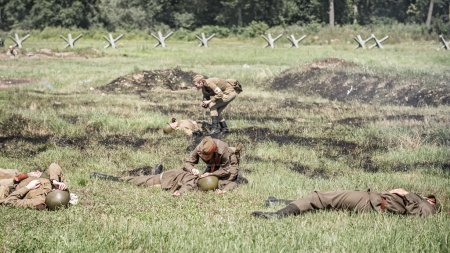 Nurses treating injured soldiers