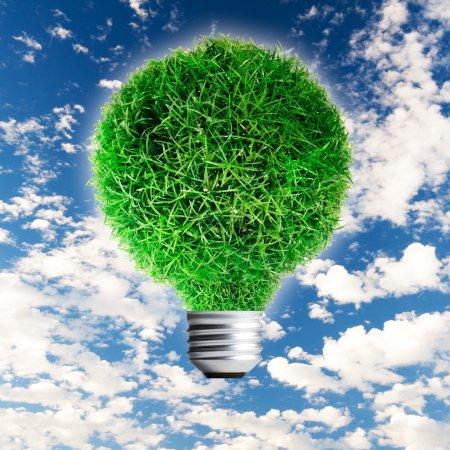 Photo pour Ampoule avec herbe verte sur fond de ciel - image libre de droit