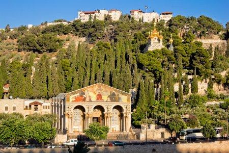 Photo pour Gethsémani et l'église de toutes les nations sur le Mont des oliviers à Jérusalem - image libre de droit