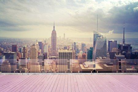 Photo pour La ville de New york, vue magnifique depuis le toit - image libre de droit