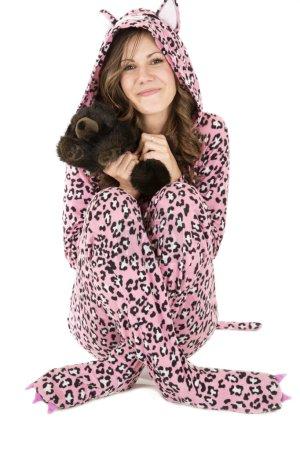 Photo pour Beau modèle féminin porte pyjama rose léopard - image libre de droit