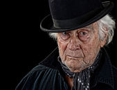 Starý muž na sobě buřinku