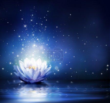 Photo pour Fleur magique sur l'eau - bleu - image libre de droit