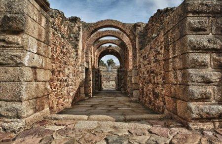 entrada principal del anfiteatro de Mérida