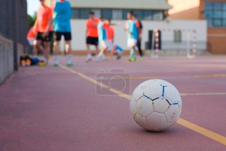 Foto de 5 un lado fútbol equipo entrenamiento cancha al aire libre rojo - Imagen libre de derechos