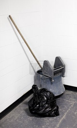 Bucket and garbage bag