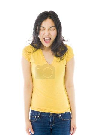 Photo pour Jeune femme asiatique criant de frustration - image libre de droit