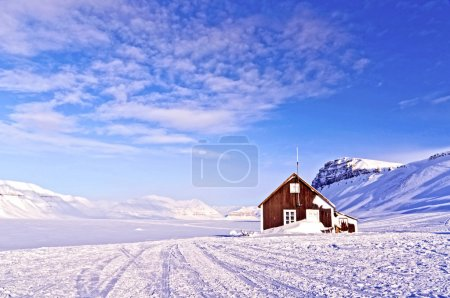 Cabin of wood in the middle of a paradise frozen