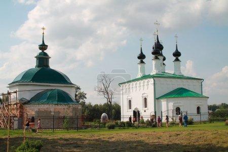 Temples Vhodoierusalimskaya parish in Suzdal, Vladimir region. Left warm Nikolsky (Piatnitski), right - cold Vhodoierusalimskaya.